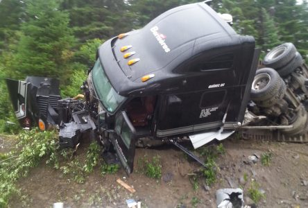 Camion renversé dans le parc de Chibougamau