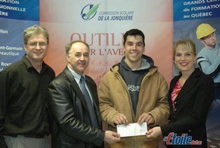 Dominic Larouche remporte le prix « Hommage à la relève »