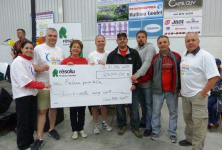 Les employés de Résolu remettent 5 000 $ dans le milieu