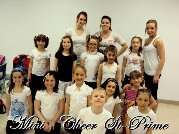 L'équipe de cheerleading de Saint-Prime montre leur savoir-faire