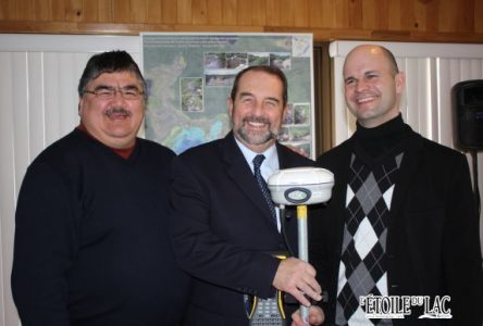 Le ministre d'État Denis Lebel aide le Groupe Nippour à développer ses services