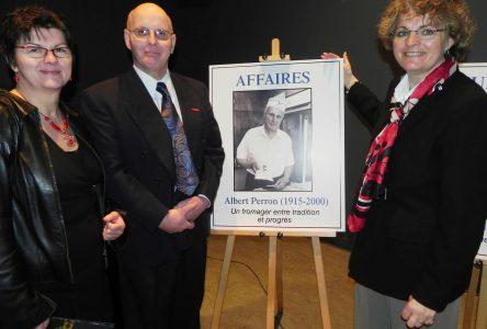 Albert Perron et Martin Bédard immortalisés sur la Promenade des célébrités de La Baie