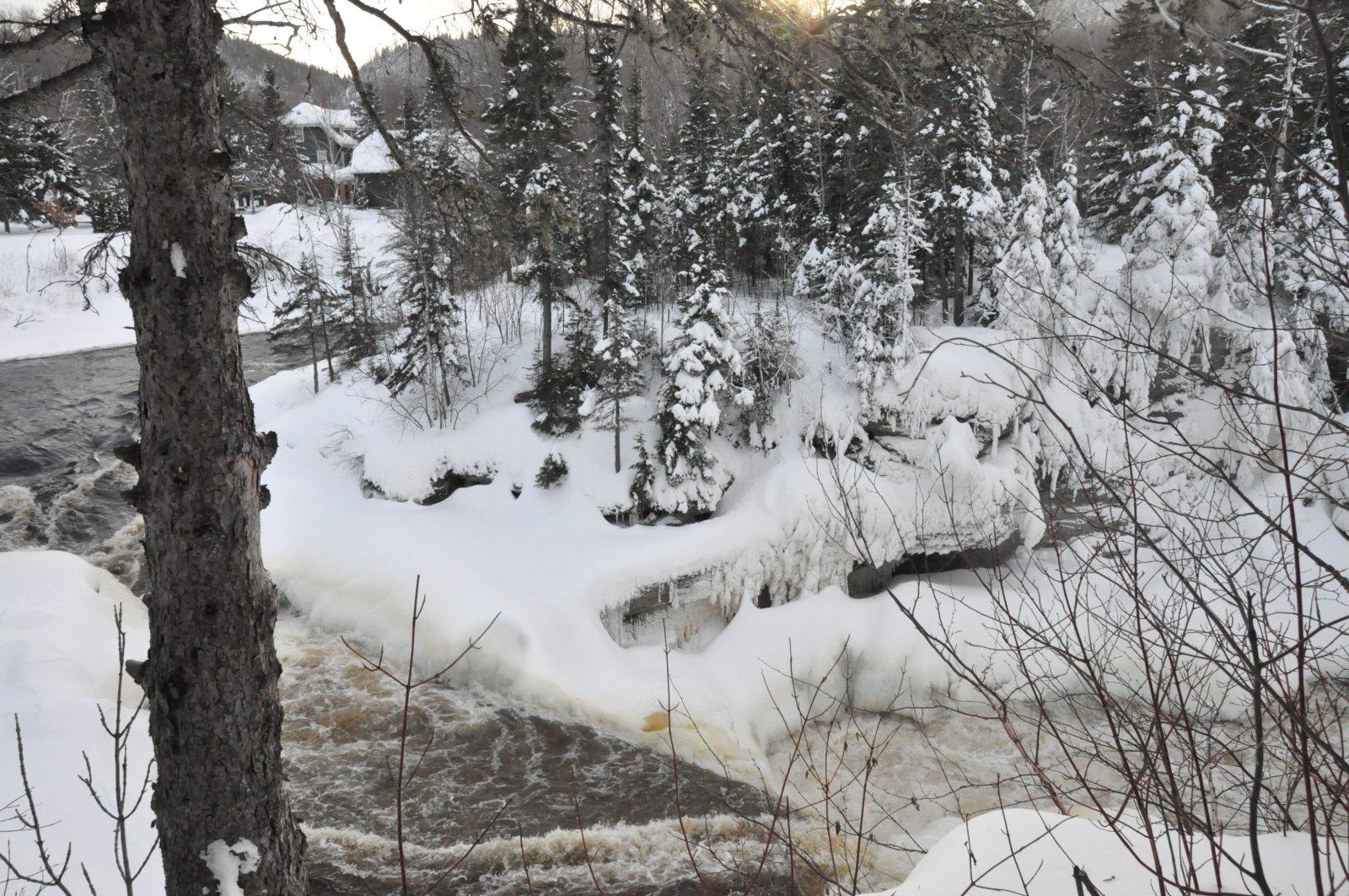 Hélène découvre le Village historique de Val-Jalbert en hiver