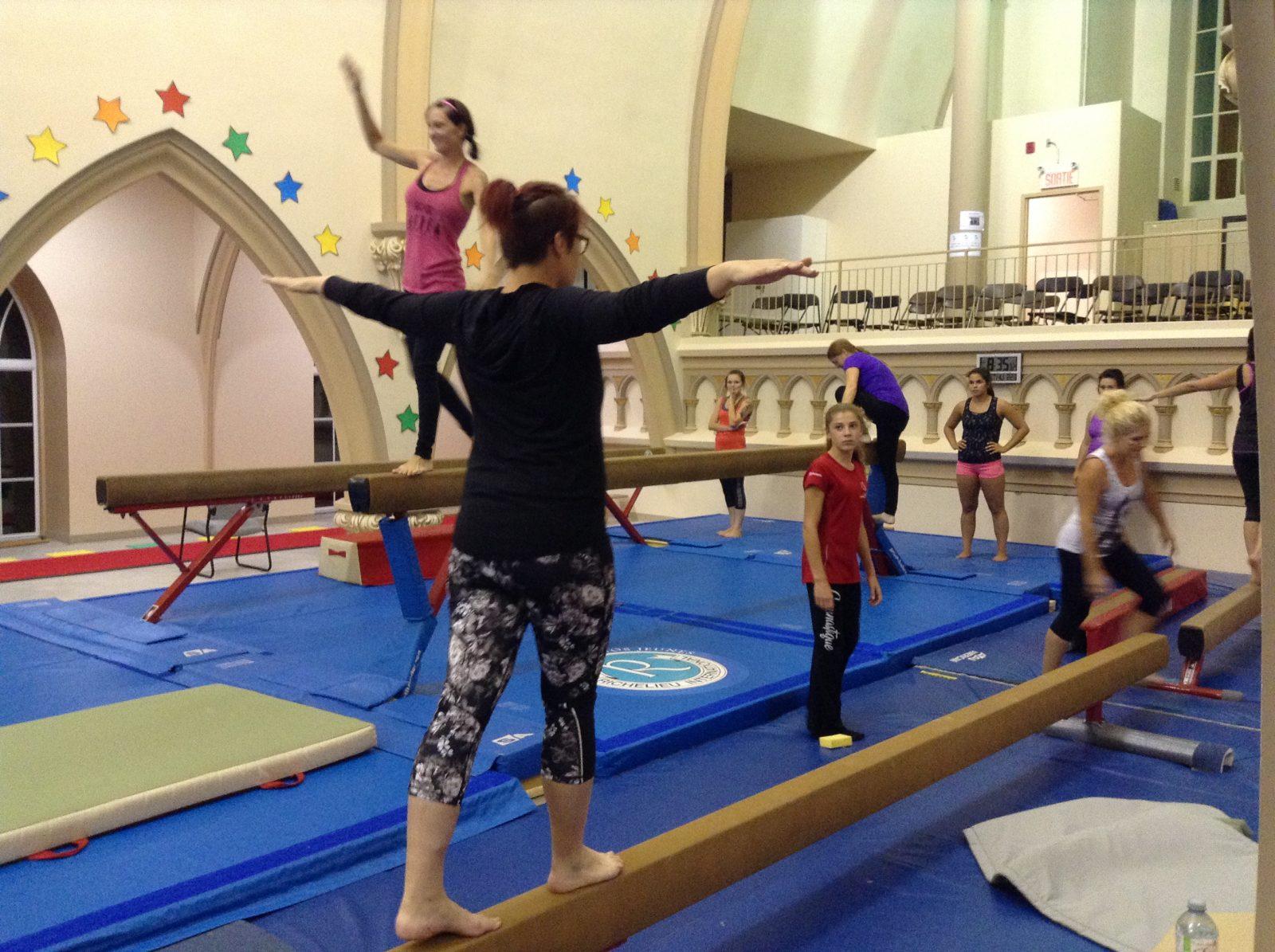 Hélène essaie la gymnastique