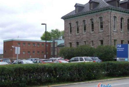 Le député Denis Trottier réagit au retard des travaux sur la prison régionale à Roberval