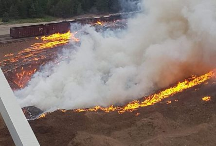 Impressionnant incendie à l'usine de pâte de Saint-Félicien