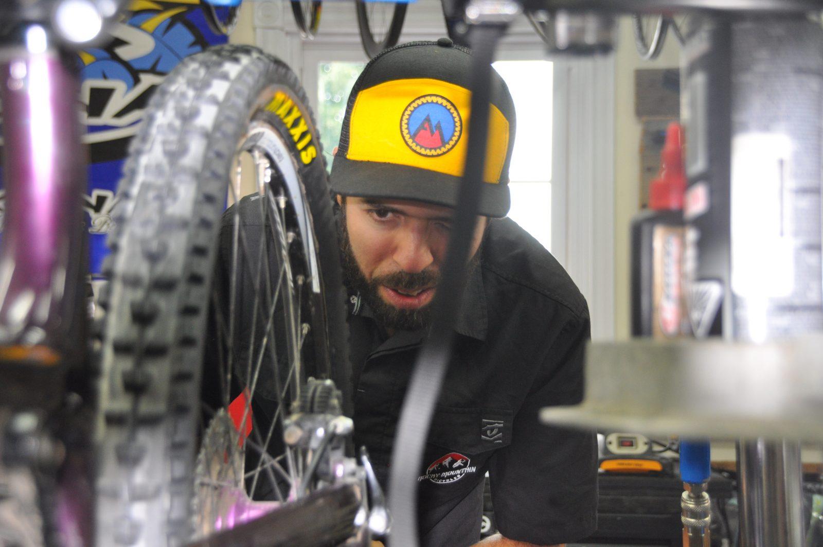 Mécano aux Championnats canadiens de vélo de montagne: Toute une expérience pour Fabrice