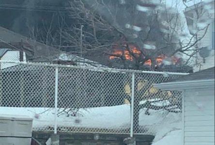 Incendie à Roberval : Quatre personnes transportées à l'hôpital