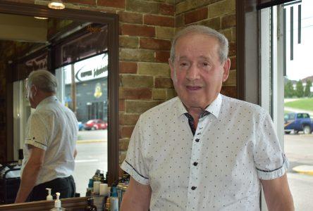 Roger Bouchard: Le barbier de Saint-Félicien prend sa retraite après 65 ans