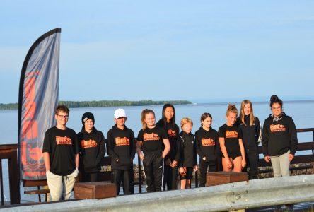 Traversée du lac St-Jean à relais: La fierté des nageurs de GAMI au fil d'arrivée