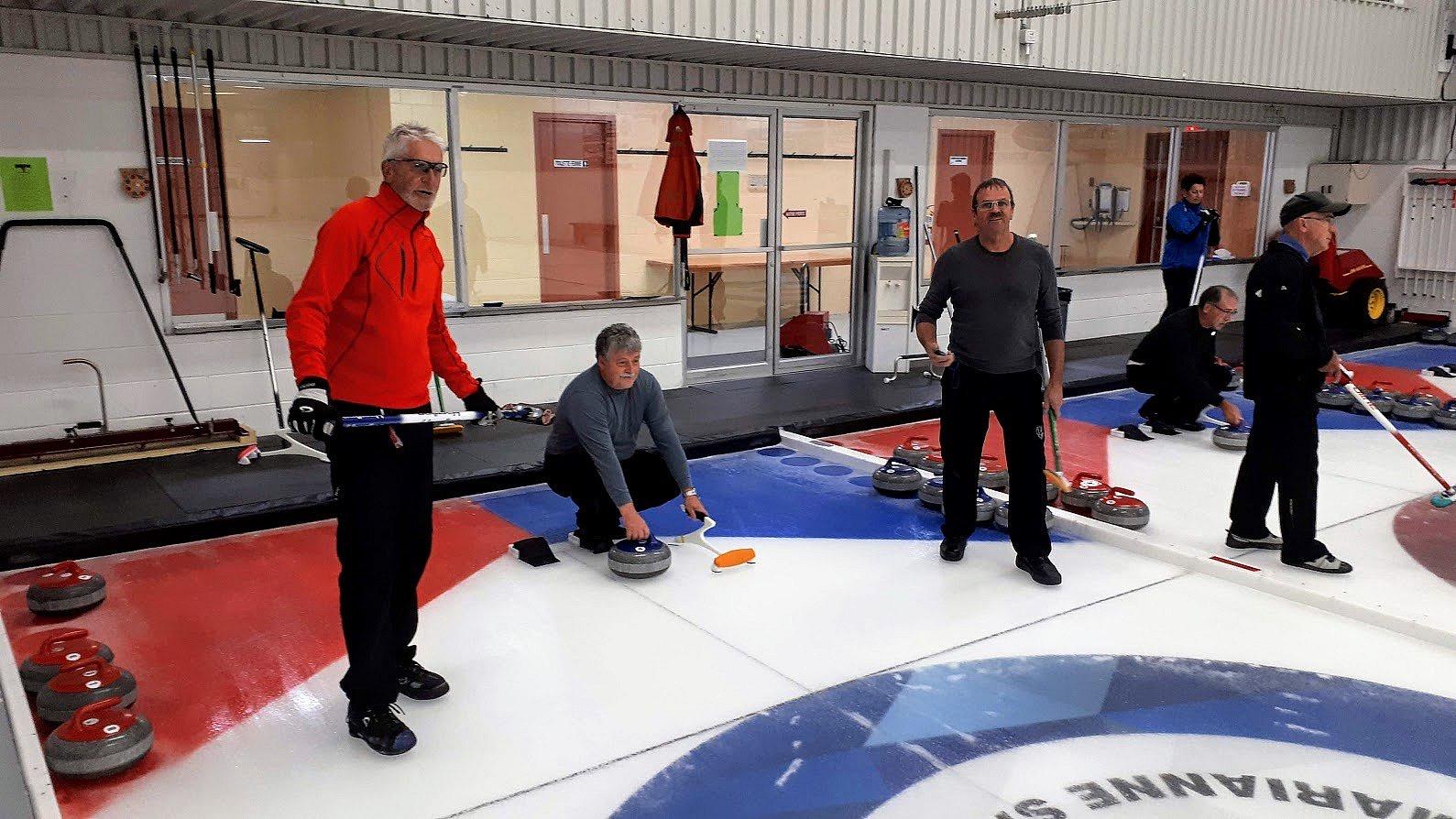 La pandémie balaie le début de la saison de curling