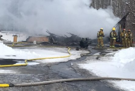 Incendie de garage à Saint-Félicien : Un homme brûlé aux mains et au visage