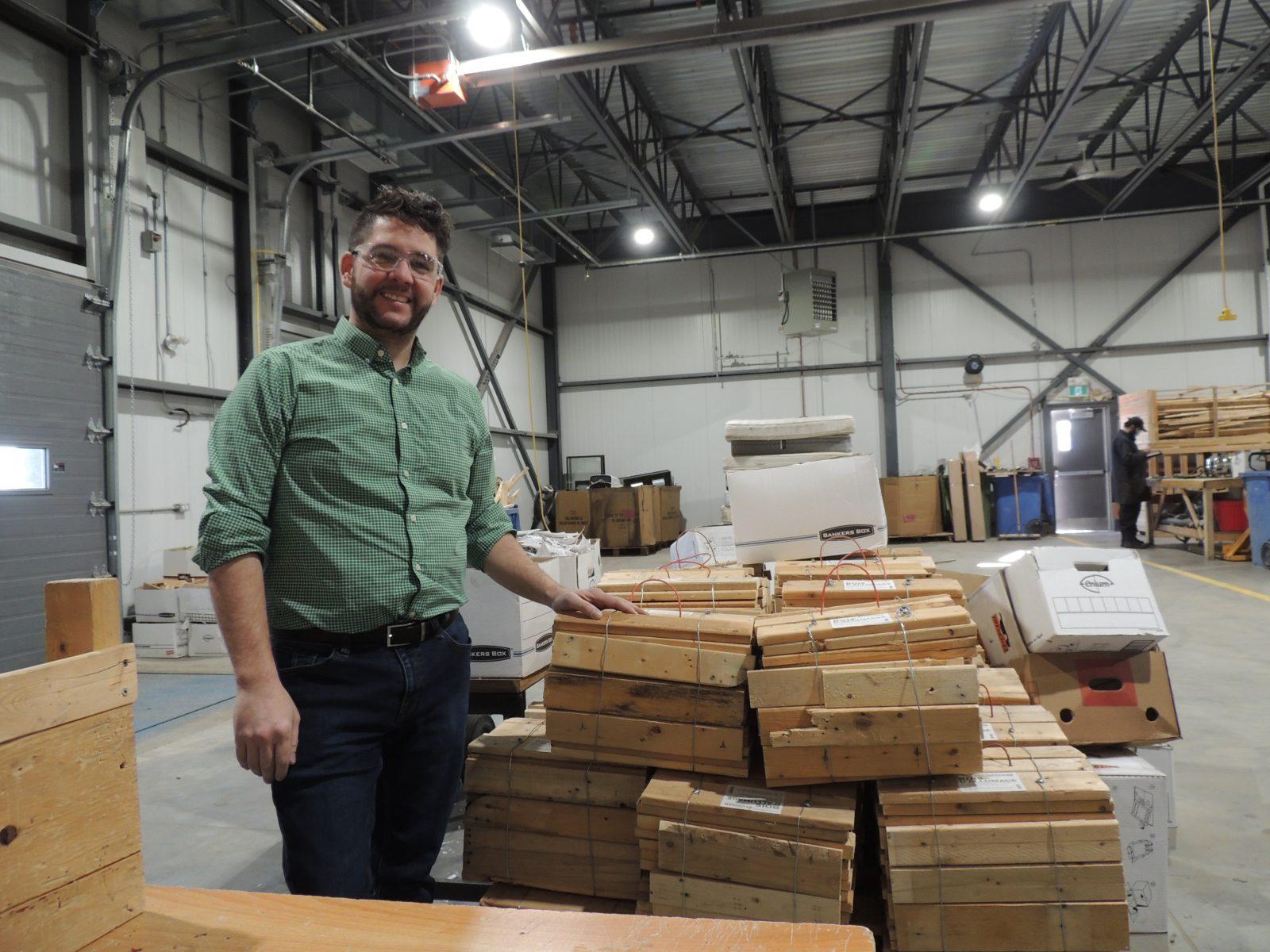 Du bois d'allumage et une boutique en ligne