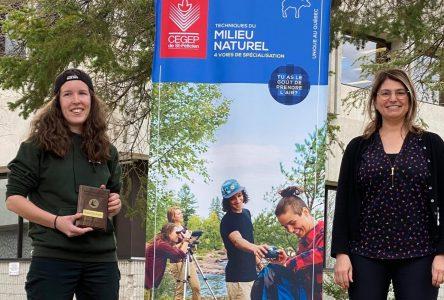 Nadia Bourque remporte la Médaille d'or de l'Institut forestier du Canada