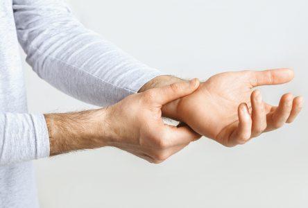 3 causes reliées aux mouvements  répétitifs de la main